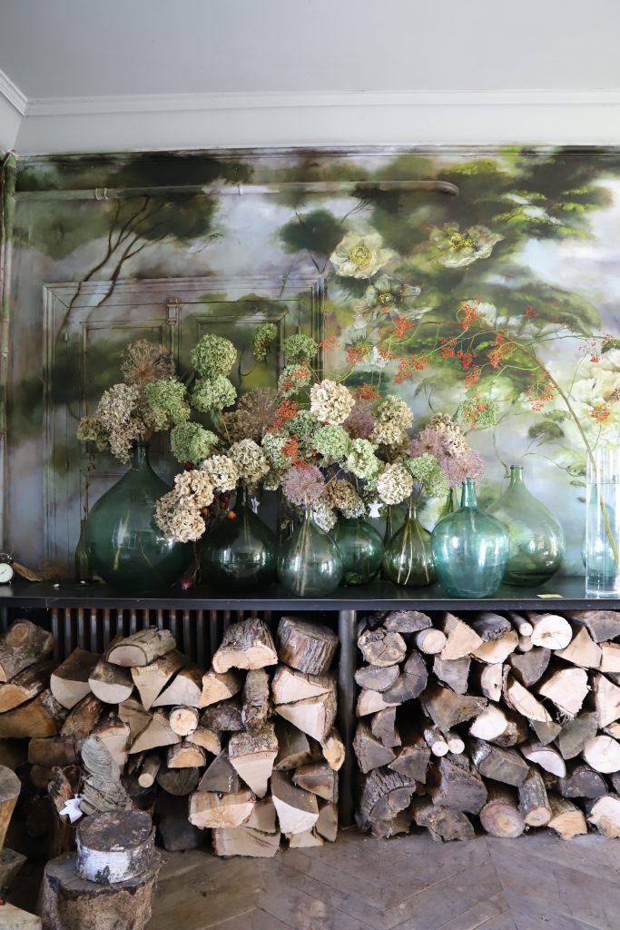 Peinture de Claire Basler dans son château de Beauvoir