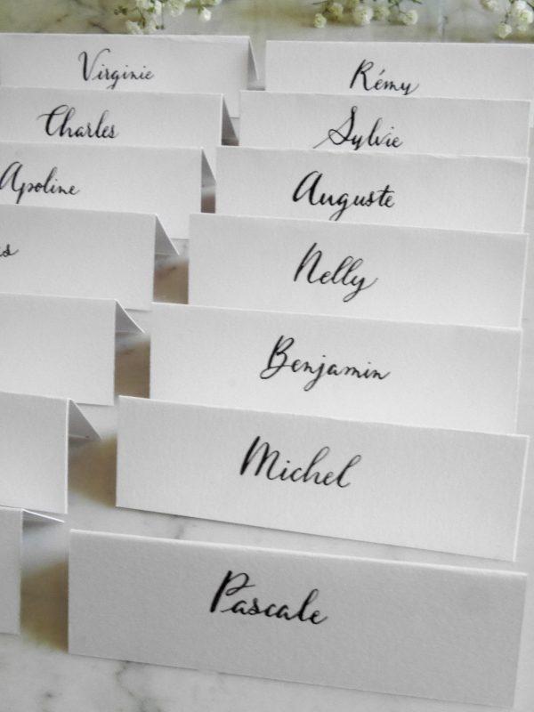 marque place mariage noir et blanc calligraphie plume