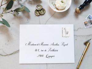 enveloppe calligraphiée à la plume